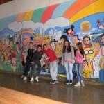 Ученици  испред свог мурала
